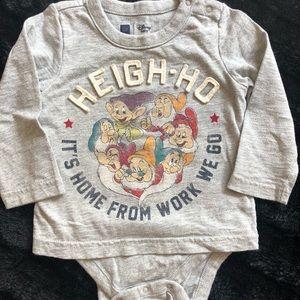 Disney Baby GAP 7-Dwarfs Onesie size 12-18m